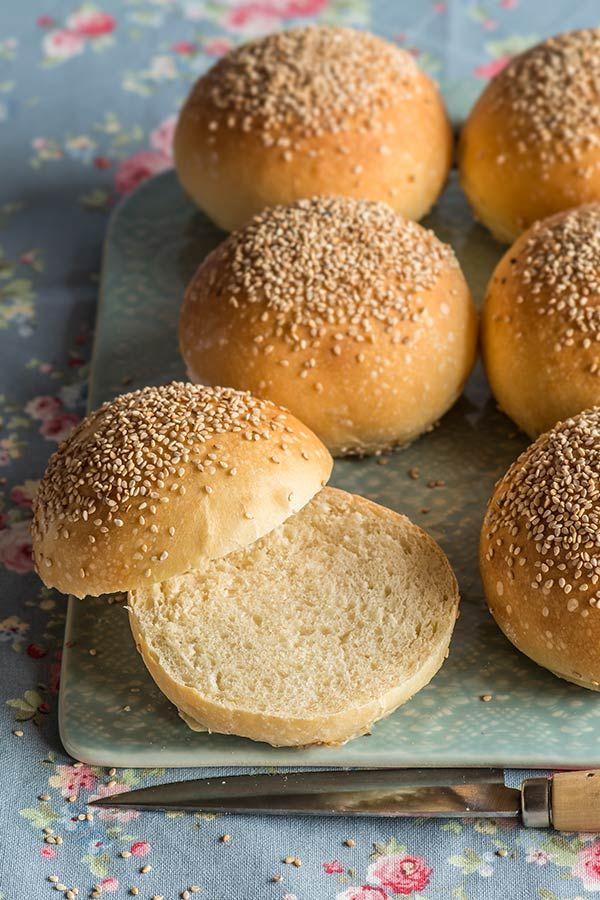 Receta de panecillos de hamburguesa paso a paso Pan Bread, Bread Baking, No Salt Recipes, Bread Recipes, Pan Burgers, Hamburger Buns, Fresh Bread, Types Of Bread, Food Photo
