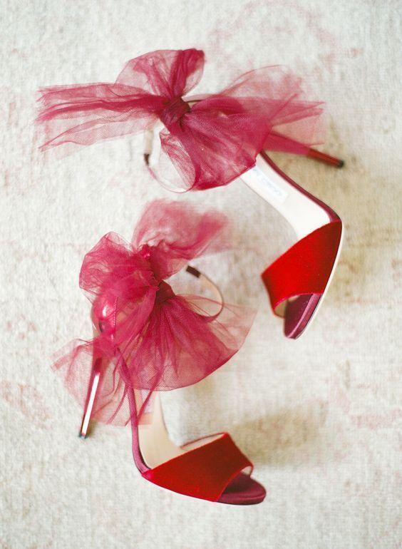 チュールリボンで足首を華やかに♡ジミーチュウの「リリス」♡ ウェディングではきたい花嫁の憧れシューズまとめ。結婚式・ブライダルの靴の参考に☆