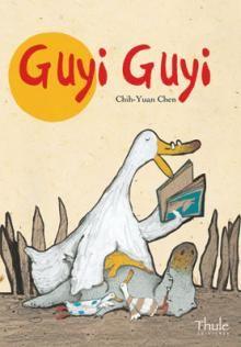 """""""Guyi Guyi""""    Un cocodrilo nace por accidente en el seno de una familia de patos. Guyi Guyi es tan feliz que no se da cuenta de lo diferente que es de sus hermanos.  Pero un día Guyi Guyi encuentra tres malvados cocodrilos que intentan convencerle de que no es un pato y le piden que engañe a su familia para poderla devorar al día siguiente. Pero Guyi Guyi se siente incapaz de hacerlo y elabora un inteligente plan para salvar a su familia..."""