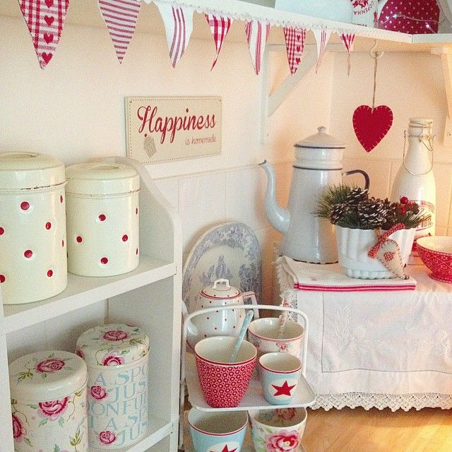 """""""Good Morning Lovelies. Happy Sunday. Hope you all have a good one ❄☀❄#kitchen#home#red#white#enamelware#greengate #bunting"""""""