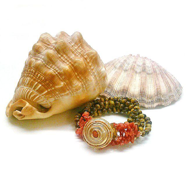 Helga Wagner Collection Studio #helgawagner #helgawagnercollection #seashell #beach #bracelet #style #jewelry #accessories