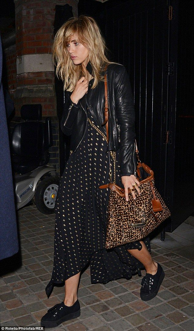 Open story: Suki carried this cool handbag with her but appeared to have left one of the pockets unzipped