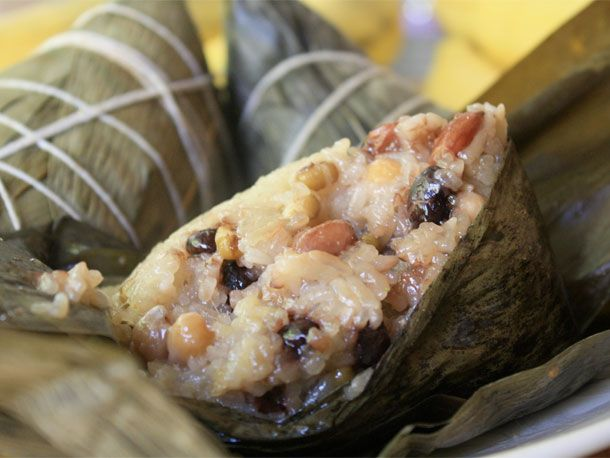 sticky rice in banana leaves..... used to get this at dim sum.