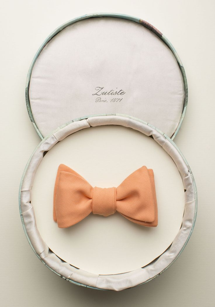 Zutiste 'Fête' nœud papillon (French for 'bow tie'), made in Paris from pure English wool.