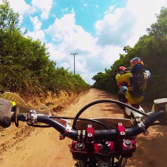 Terapia do fds #moto #trilha #motocross #lifestyle #mx #emx #race #enduro #rally #motor #motorcycle #offroad #honda #crf #brap #braap #zbr #zebarulhoracing #terapia #gopro #goprobrasil #goprobelem #goprooftheday #beahero by rogerhoriguchi