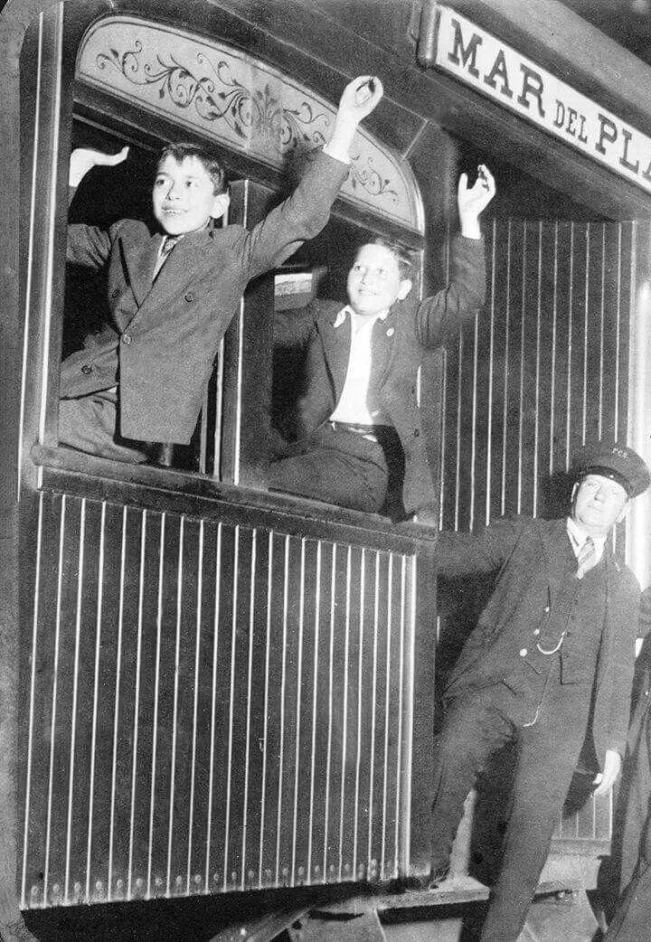 Y se va nomás....tren a Mar del Plata, año 1930. Foto Archivo General de la Nación