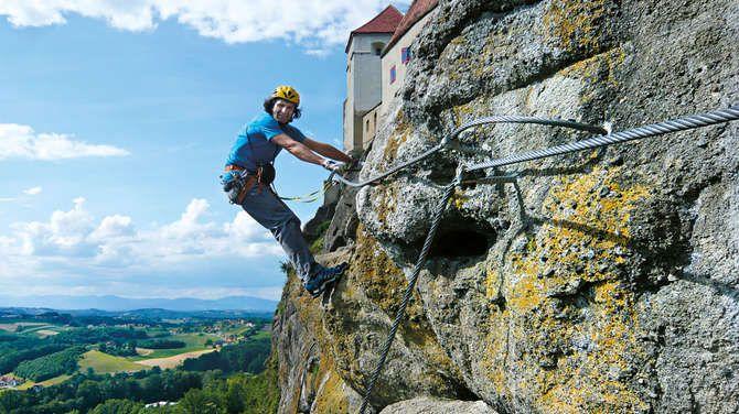 Die Riegersburg-Klettersteige bieten viel Luft nach unten