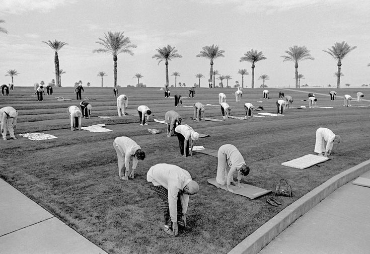 USA. Arizona. Sun City Outdoor group fitness early in the morning in the retirement Sun City. Ages range from 60 to a 94 year old who had run a 50secs hundred meters in the Senior Olympics. The sense of fun and community was very infectious. 1980 © David Hurn/Magnum Photos