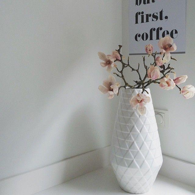 B U T F I R S T C O F F E E • #witwonen #magnolia #poster @chicfetti #vase #vaas #hema #inmykitchen #shelfie #dailymagnolia #pink #flowers #alittlecozymagnolia #interior4all #myhome2inspire #interior123 #showhometop5