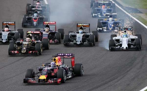 Massa e Ricciardo se tocam na largada em Suzuka (Foto: AP) - Grande Prêmio