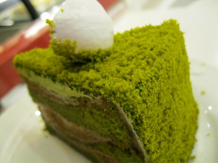 How to create a moss cake. After making your cake layers, mix and make a second cake mix (not chocolate) adding the appropriate green food coloring. Crumble green cake mix. Frost cake layers and build cake then sprinkle your crumbs onto the cake pressing into the frosting gently.