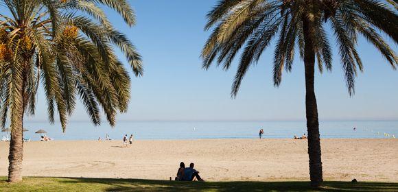Vakantie Málaga - In deze stad aan de Costa del Sol is alles aanwezig voor een heerlijke vakantie. Behalve voor een stedentrip kun je ook prima voor een lange vakantie naar Malaga afreizen. Liefhebbers van strand, lekker eten, cultuur en zon zijn in Malaga op hun plek. Er is een mooie historische binnenstad met het strand op loopafstand. Het achterland van Malaga is prachtig! Lees meer op: http://www.beleefmalaga.nl  #Vakantie #Spanje #stedentrip