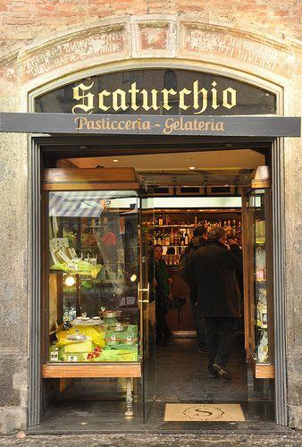 Scaturchio's - Napoli's oldest pasticceria  I'VE BEEN THERE =) AND ATE THIS SFOGLIATELLA !