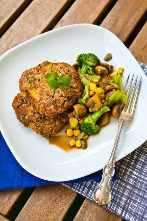 Vegetariska biffar med potatis och bönor + champinjonsallad med rostad majs