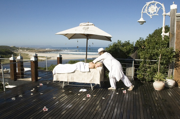 Utmost Bliss and luxury! Honeymoon couples - enjoyment right on the sea front!