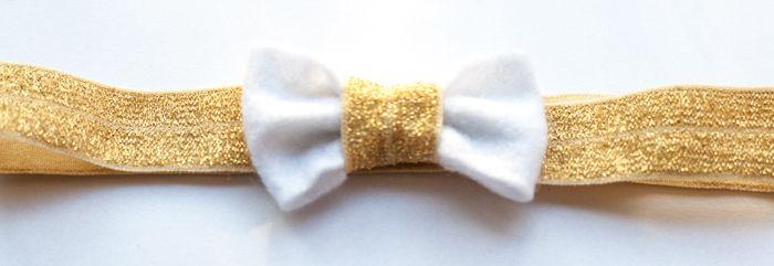 Luxe baby haarbandje speciaal voor kerst http://www.hipenhaar.nl/haaraccessoire/goud-kleurig-baby-haarbandje-met-een-witte-tule-en-vilten-strik/