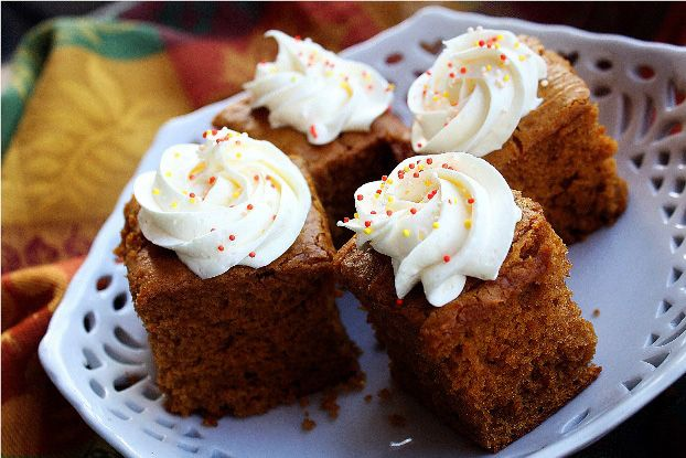 Thanksgiving ... Pumpkin gingerbread with cream cheese: Pumpkin Gingerbread, Cakes, Food, Pumpkin Cake, Spiced Cream, Cake Mix, Gingerbread Cake, Cream Cheeses, Cream Cheese Frosting