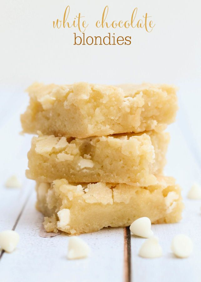 Super gooey and delicious White Chocolate Blondies recipe on { lilluna.com } A vanilla brownie with white chocolate chips.