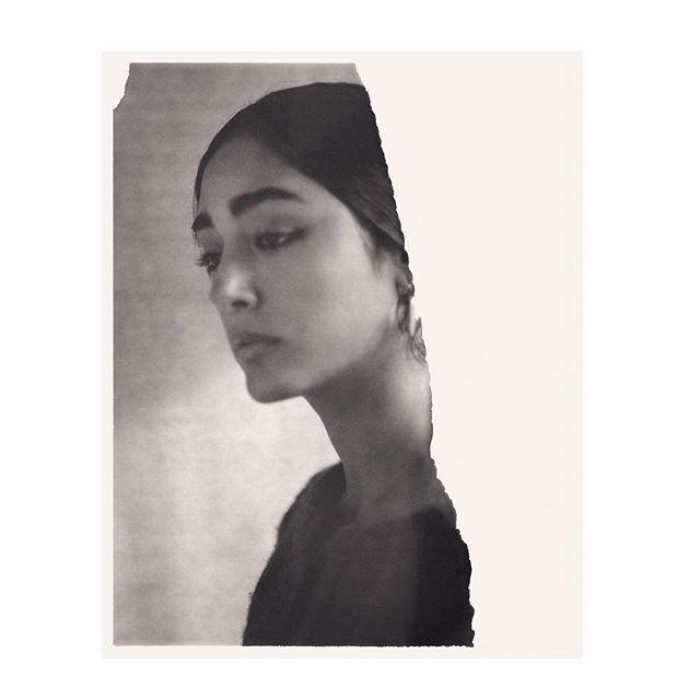 Los artistas Fatima Al Qadiri Hayv Kahraman y Sadaf H. Nava la actriz Golishifteh Farahani la estilista Yasmina Benadelkrim y la editora Negar Azimi son los rostros que aparecen en la nueva campaña de Acne Studios con la nueva colección de la firma inspirada en las tradiciones textiles del Medio Oriente y en su espíritu de apertura que manifiesta que siempre es mejor construir puentes que no muros. @acnestudios  via L'OFFICIEL SPAIN MAGAZINE INSTAGRAM -Fashion Campaigns  Haute Couture…