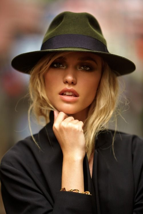 Lovin' the hat! #fashionforher #femalefashion