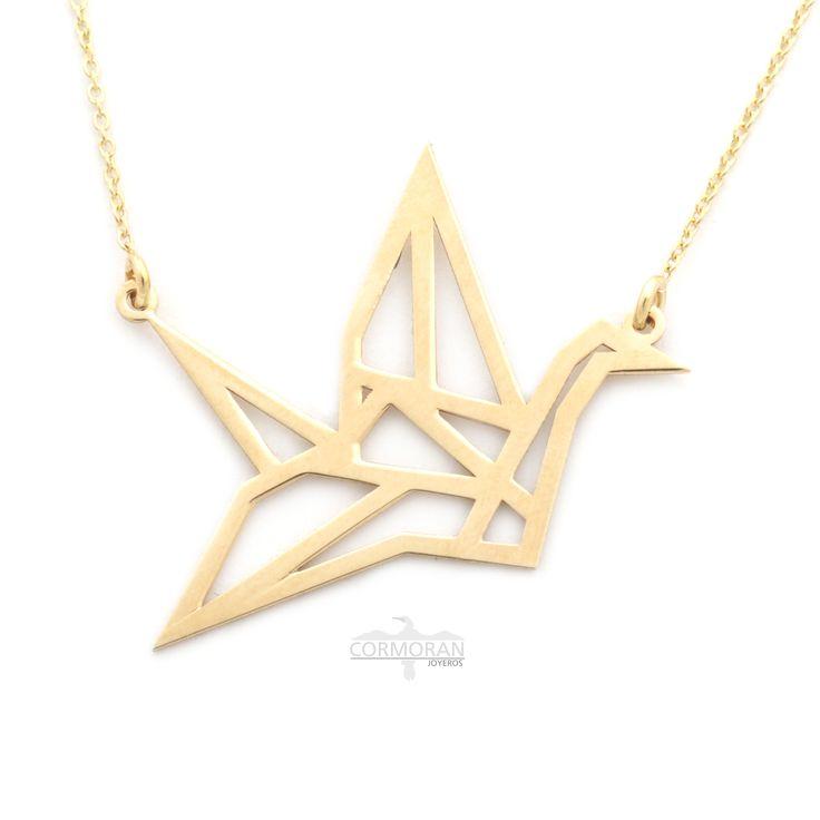 Collar de oro de 42 cm realizada en oro amarillo de 18 quilates y colgante en forma de curioso pájaro #origami . Sensacional y único.#joyas #gold #bird #geometric