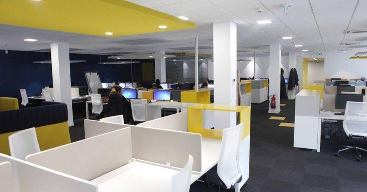 L'image contient peut-être: personnes assises, bureau et intérieur. Réaménagement de CEGEDIM Outsourcing. 2016 © ARCHIBALD