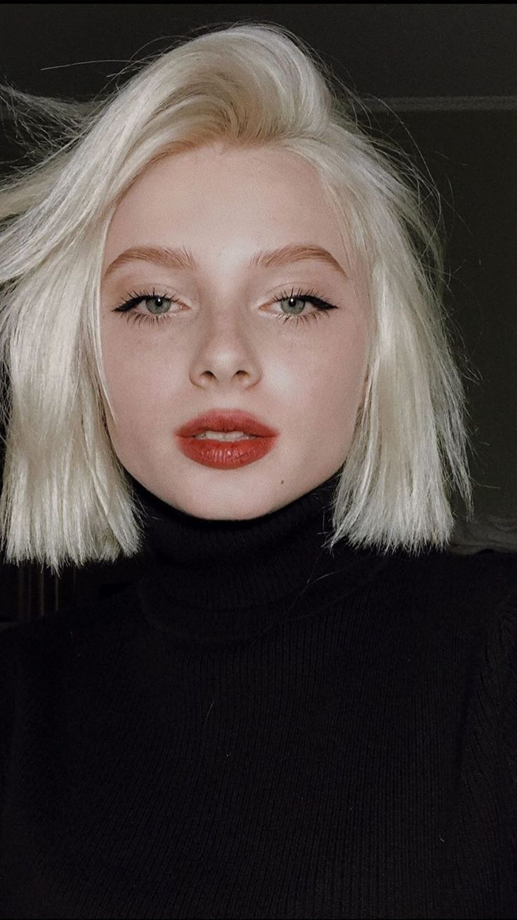 firm cateye and a red lip. everyday classic make-up. # Everyday #cateye #festives #classical #lip