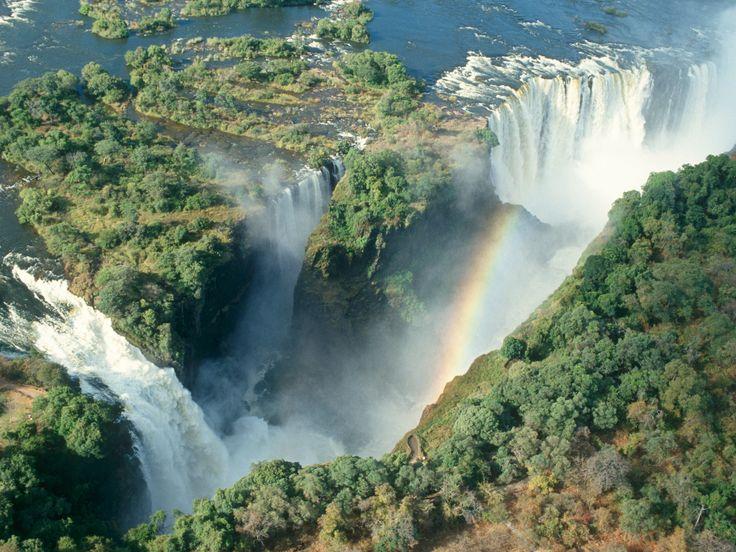 une nouvelle destination prisée par les randonneurs en 4x4. Des chutes Victoria à Dar es-Salaam, partez sur les traces des explorateurs du continent africain Sur les pas de Livingstone