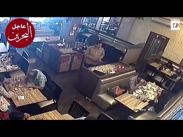 تعرض شاب هندي لإصابات طفيفة إثر انفجار هاتفه الذكي في جيبه أثناء تناوله طعام الغداء في أحد مطاعم مدينة بومباي سناب Mobile Phone Cell Phone Service Phone