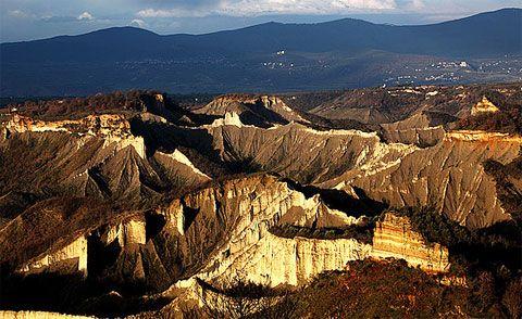 La Valle dei Calanchi, te zien vanuit Civita di bagnoregio.