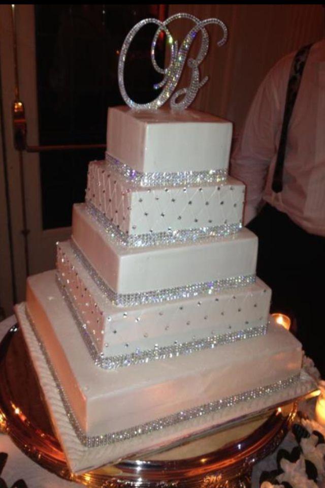 blingy Kuchen mit Kristallmonogramm-Kuchendeckel!   – Stunning Cake Ideas