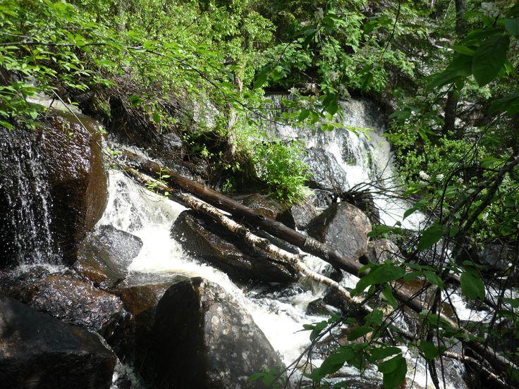 Auttinojan nimetön vesiputous sijaitsee Posiolla Korouoman rotkolaakson koillisrinteellä.