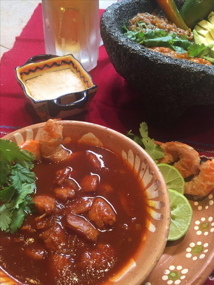Caldo de camarón seco en salsa de chile cascabel.