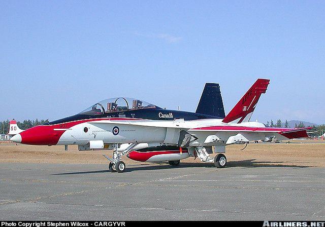 McDonnell Douglas CF-188B Hornet (CF-18B) aircraft picture