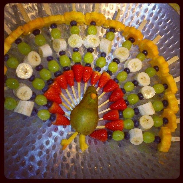 fruitspiesjes traktatie geinspireerd door de kalkoen met het losse fruit