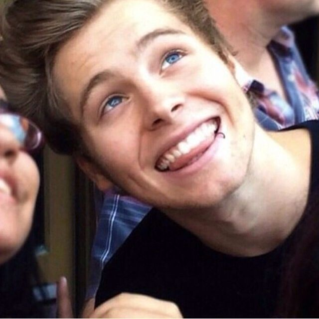 The gallery for --> Luke Hemmings Smiling With Teeth