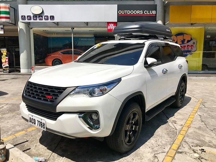 Innova roof box new cars with built in dashcam
