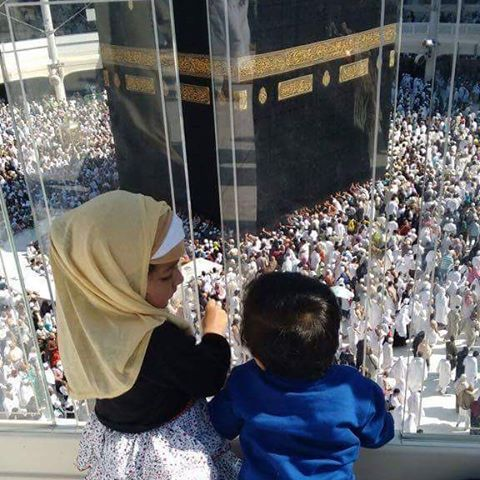Two cute kids admiring the best view in the world... #Kaaba #love #kids…
