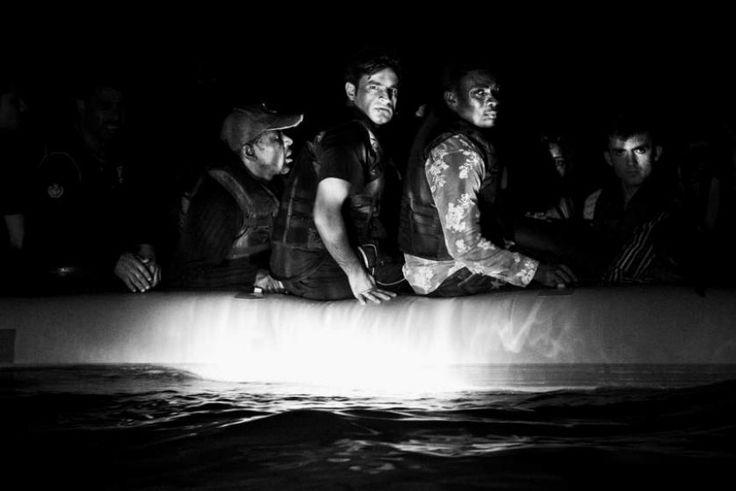 Μετανάστες απ' την Σομαλία και το Αφγανιστάν, που έχει μόλις συλλάβει η ελληνική ακτοφυλακή. Φωτο: Άγγελος Τζωρτζίνης