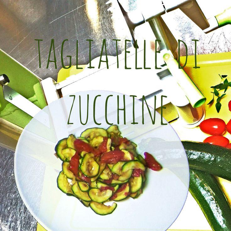 Tagliatelle di Zucchine. . . . . . . . . .Hai solo 10 minuti? Partendo da zero, avrai realizzato questo strepitoso piatto delizioso, colorato, economico ma soprattutto super healthy! Procurati l'affettaverdure girevole; lo potrai usare per tante ricette e te ne farò vedere alcune!! #veganrecieps #ricette #vegan #vegetarian #zucchine #pomodoro #fresco