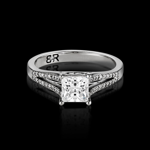 Commisceo is a very popular new style in the BigRocxs engagement ring collection. This style features a split diamond setting, coming together to showcase your rock.