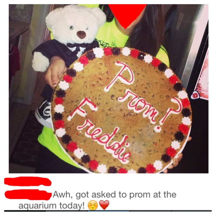 Cute way to ask someone to prom. Cookie Cake and a Prom ...