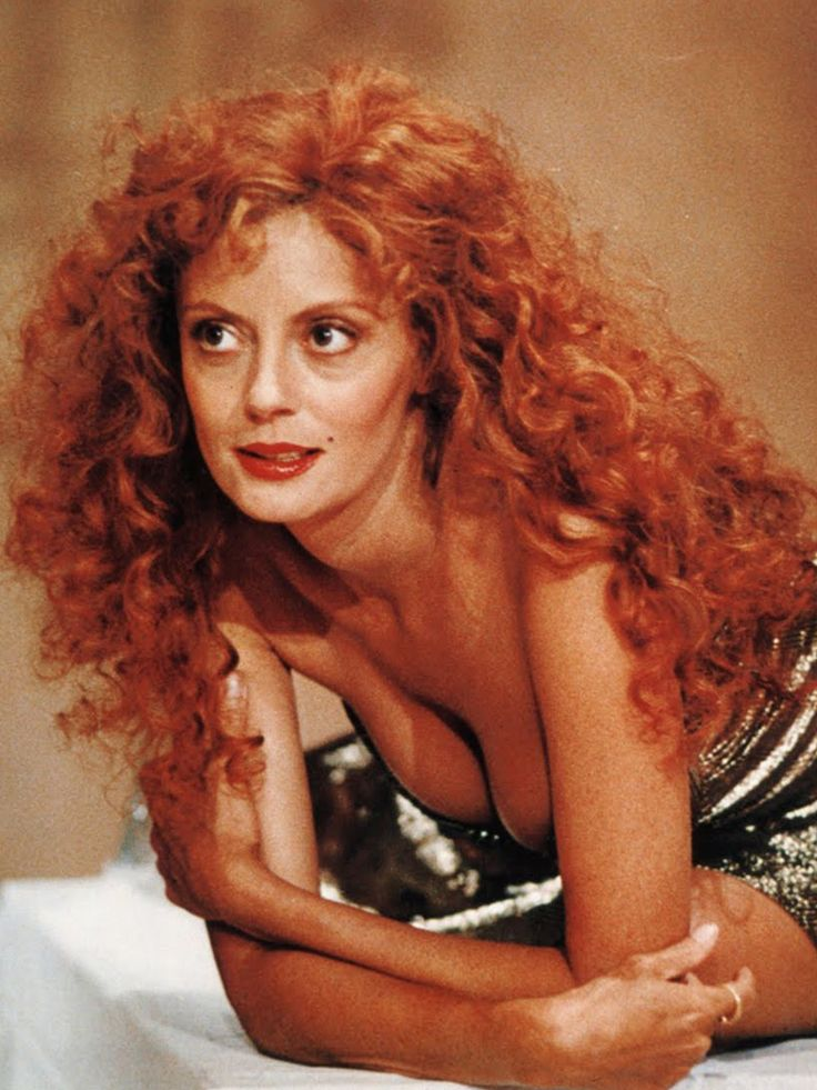 Susan Sarandon in 1987. Has me obsessing with a desire to have curly hair. I've always wanted it anyway. I am seriously considering a perm.