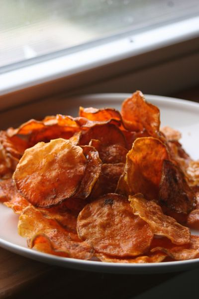 Raw Crispy Sweet Potato Chips.  http://www.pinterest.com/CoronaQueen/gluten-free/  ☀CQ #GF #glutenfree