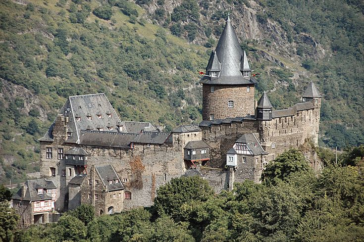 """Another romantic youth hostel: Stahleck Castle on the Rhine. The ruin of the castle (French troops had blasted it 1689) had been reconstructed in a """"medieval"""" manner 1925-40 (roof of the donjon 1967)."""
