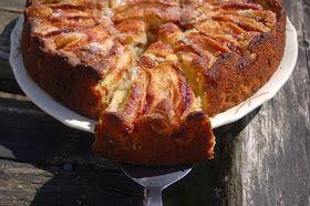 Omenasta monenlaista maukasta ja hyvää, omena-pähkinäkakkua, omenalettuja ja omena-kaurapaistosta.