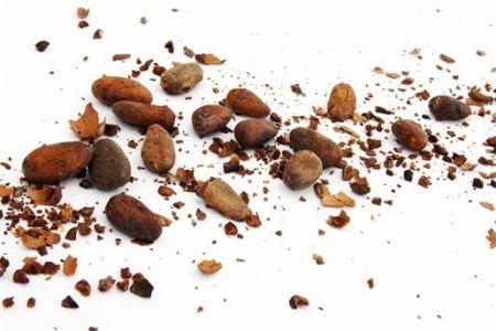 Ik was al tijden op zoek naar een lekker verantwoord chocoladetoetje zonder suiker, zuivel en zonder sojamelk en eieren (eigeel). Dat is zo'n gedoe met verwarmen, roeren en het heeft net niet…