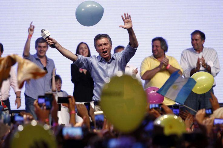 23.11 Le candidat de l'opposition libérale Mauricio Macri a été élu dimanche président de l'Argentine en remportant le second tour de l'élection face à son rival péroniste de centre-gauche, Daniel Scioli.Photo: AFP/Emiliano Lasalvia