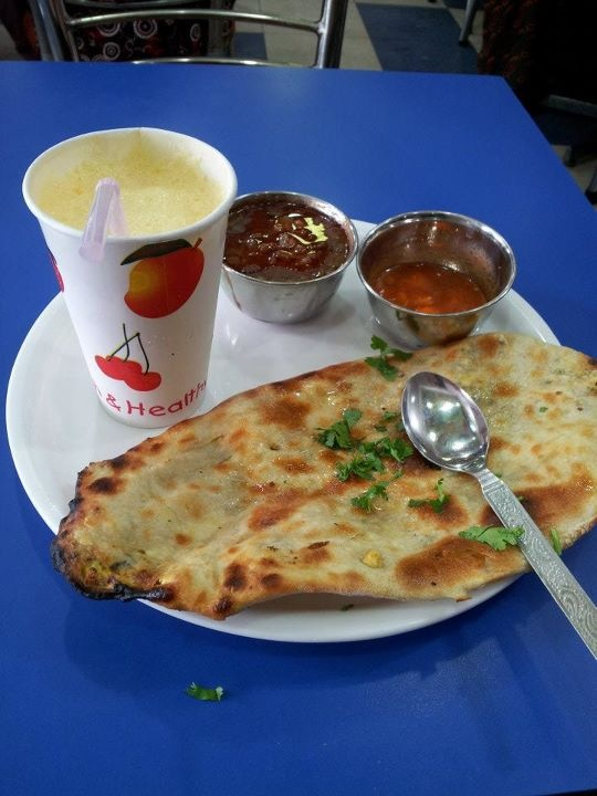 Butter Nan, Dal Makhni and Mango Lassi at Brother's Dhaba in Amritsar