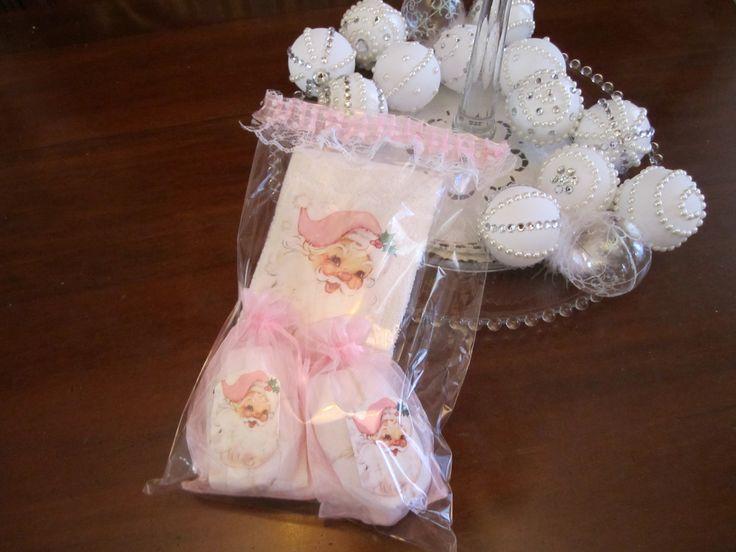 alviettina e saponette decorate Babbo Natale rosa